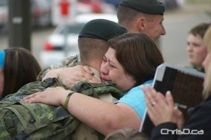 A Shilo soldier hugs a loved one upon returning from a mission in this April 2010 file photo. (SHAUN CAMERON / ITVBRANDON.COM)