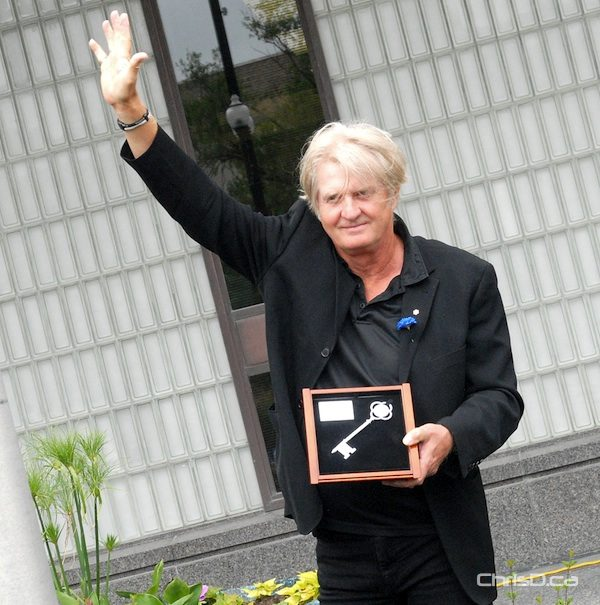 Canadian singer-songwriter Tom Cochrane holds his key to the city in Winnipeg on Monday, June 18, 2012. (STAN MILOSEVIC / CHRISD.CA)