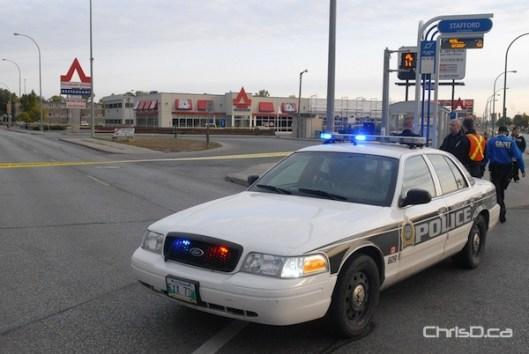 Winnipeg police surround the scene of a double shooting at Salisbury House restaurant at 759 Pembina Highway on Thursday, September 27, 2012. (STAN MILOSEVIC / CHRISD.CA)