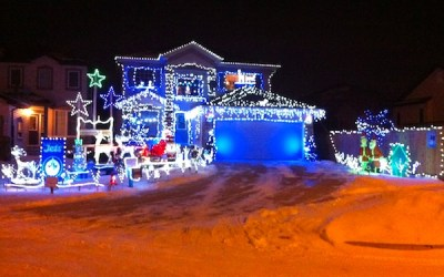 Resident Lighting Up Neighbourhood with Charity-Driven Display