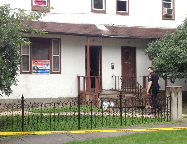 Winnipeg police at the scene of a house on Austin Street North on Monday, August 25, 2014. (SHANE GIBSON/METRO WINNIPEG)