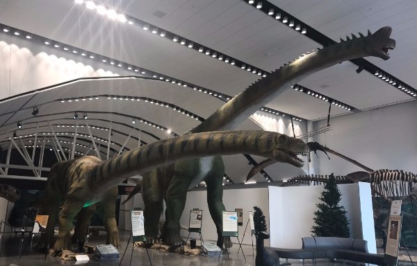 World's Giant Dinosaurs
