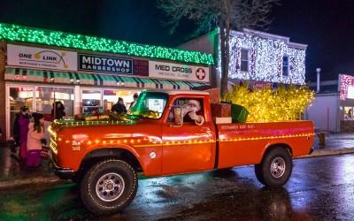 Selkirk's 'Holiday Alley' Shifts to Drive-Thru Santa Parade