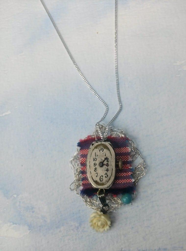 Collier argent montre fleur ivoire textile métal crocheté