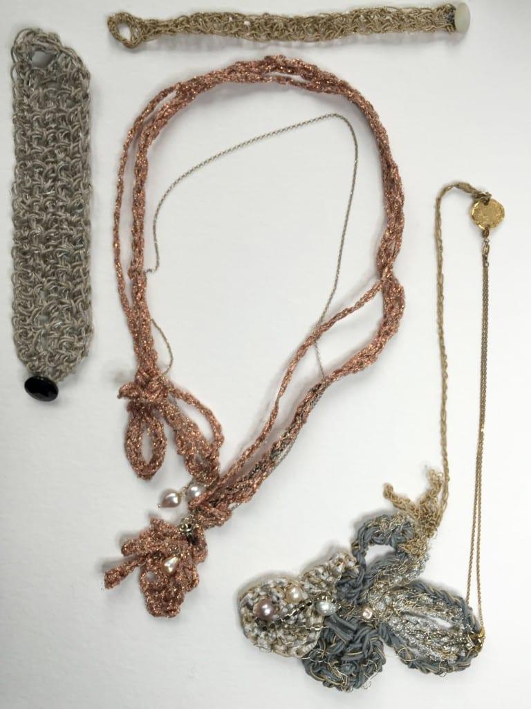 collection-textile-crocheté-perles-d'eau-grenat-argent