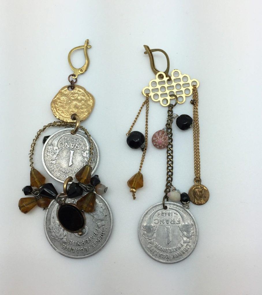 boucles-d-oreille-asymetiques-longues- pièces anciens francs -coquillage, perles