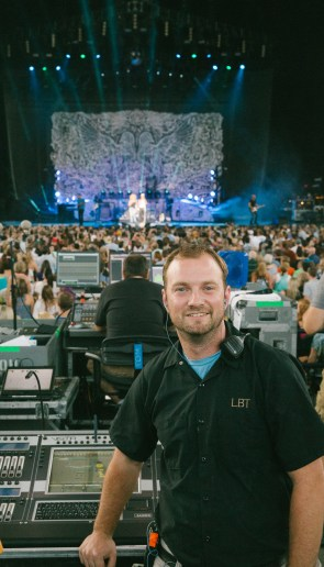 Chris Shrom using the Jands Vista T2 for Little Big Town