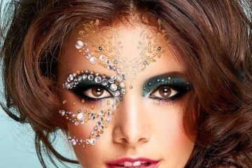 YouCam Makeup APP on your side.