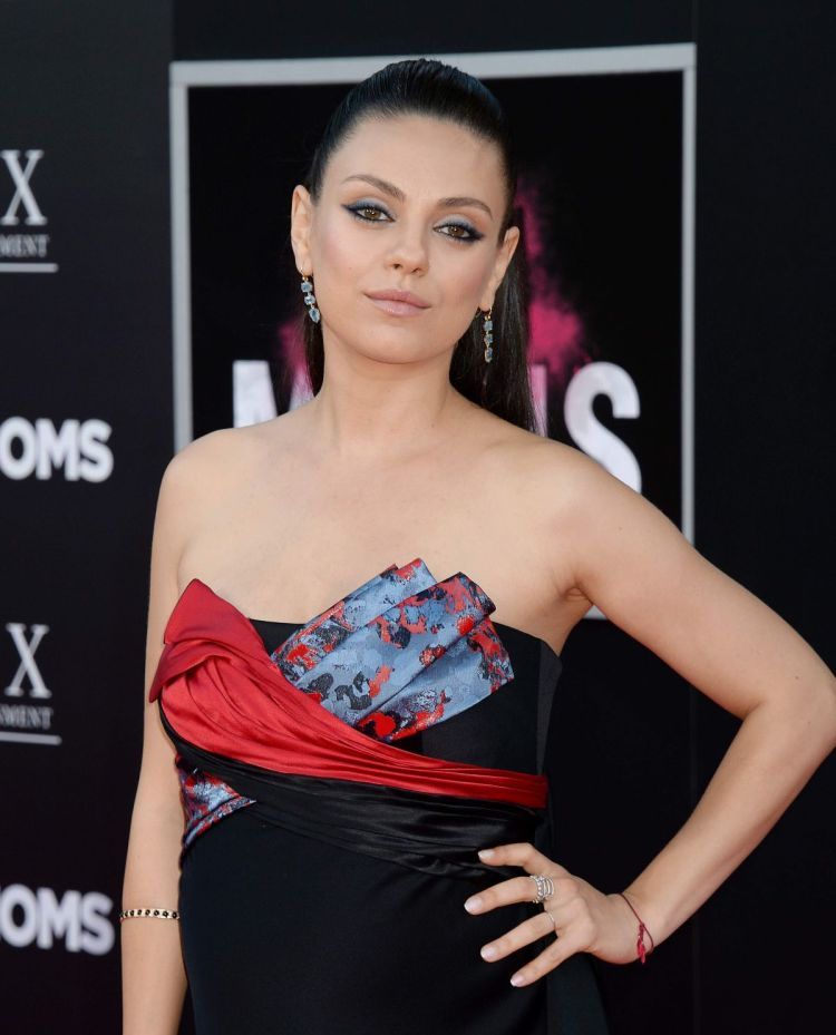HOW TO: Mila Kunis Bad Moms Premiere Look