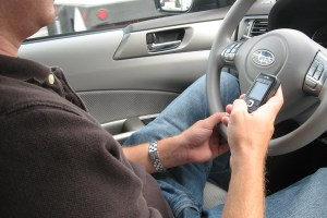 Texting while driving_phone_steering wheel