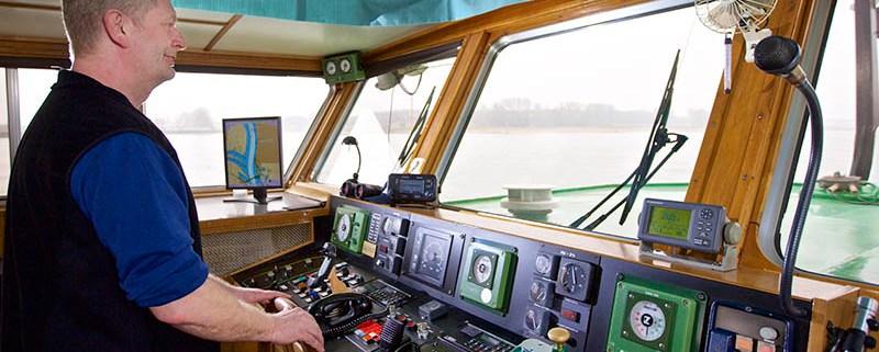 Christian Ahrens Industriefotografie Rhein Binnenschifffahrt
