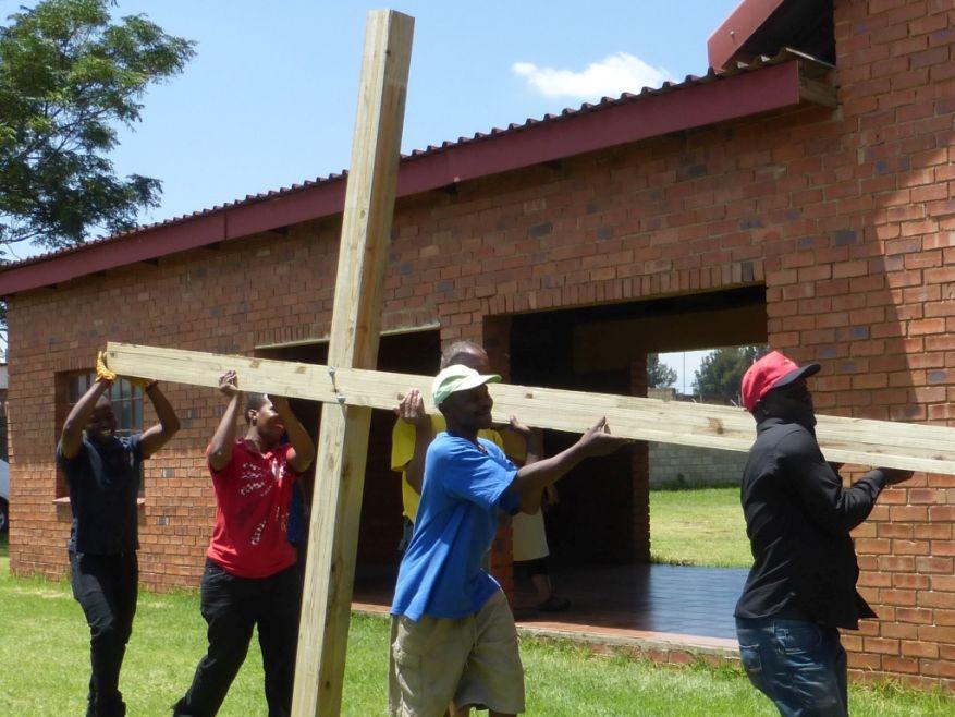 Cross 0063 Soweto - Zola SA Web 15