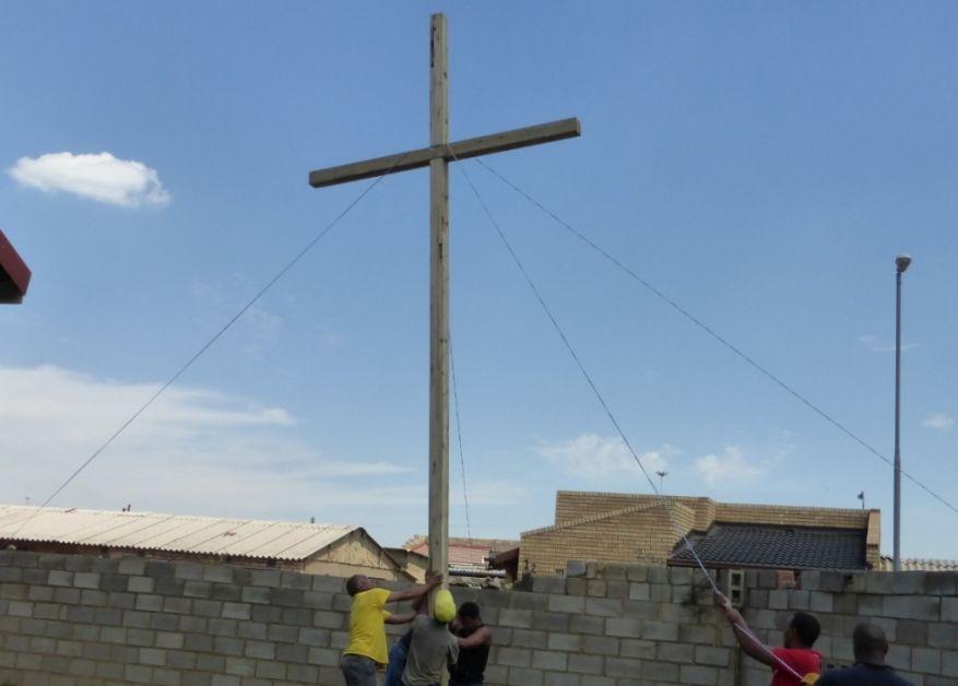 Cross 0063 Soweto - Zola SA Web 19