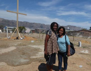 On the left is ccm volunteer Susan with her sister. Susan is from Zimbabwe and was visiting family in Cape Town. Susan blessed us all by shooting the videos for this Cross planting