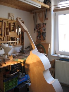 Beim Verschneiden des Halses/ shaping the neck