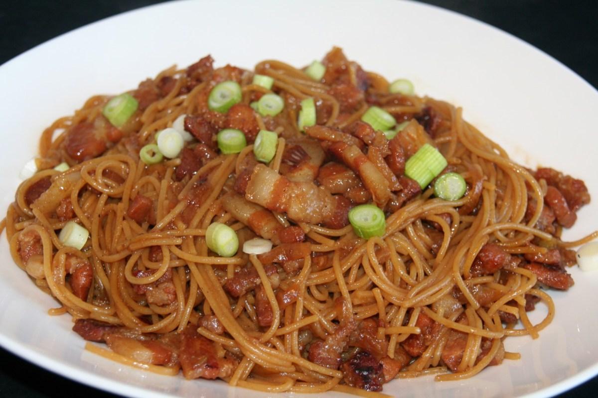 Vietnamese gekarameliseerde buikspek pasta