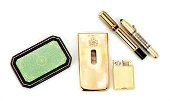 A GROUP OF ENGLISH AND CONTINENTAL GOLD, GOLD-PLATED AND SILVER ARTICLES,