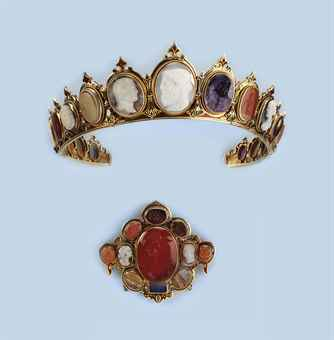 AN ANTIQUE CAMEO AND ENAMEL DIADEM AND MATCHING BROOCH