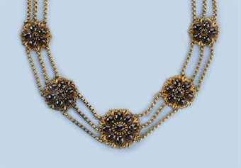 AN ANTIQUE DUTCH GARNET NECKLACE