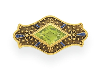 AN ANTIQUE PERIDOT, SAPPHIRE AND GOLD BROOCH, BY GILLOT & CO.