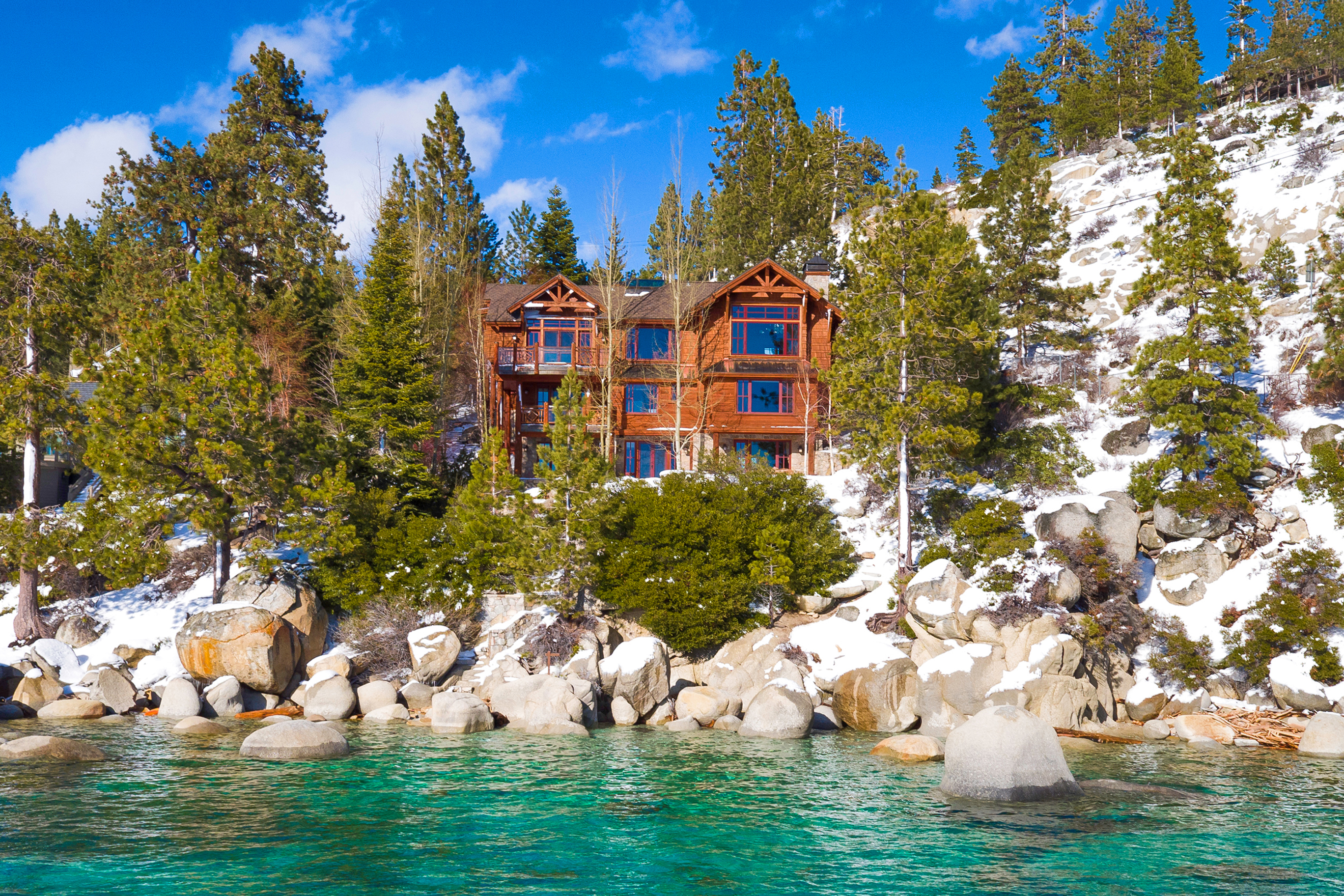Elevated Escapes: Luxury Homes in the Mountains