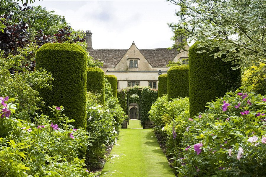 Manicured and sculptural, this formal garden could provide a scenic backdrop for a film adaptation of a Jane Austen novel; it's even located near Bath, where Austen lived for a time.