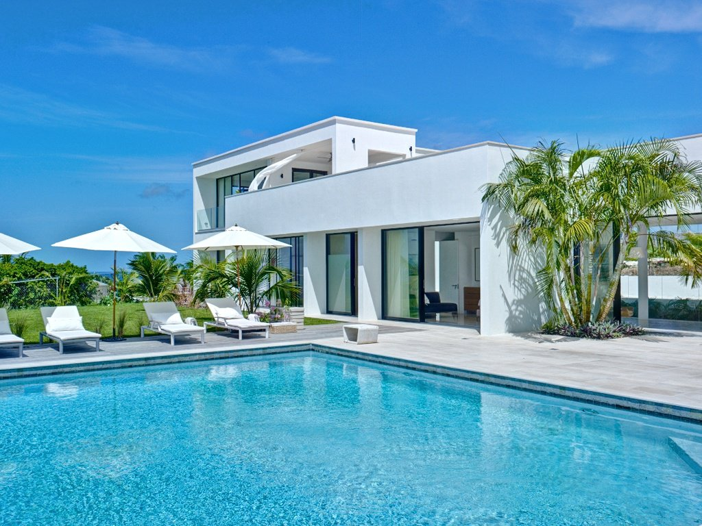 4 Bedrooms, 4,300 sq. ft.Caribbean retreat with breathtaking ocean views