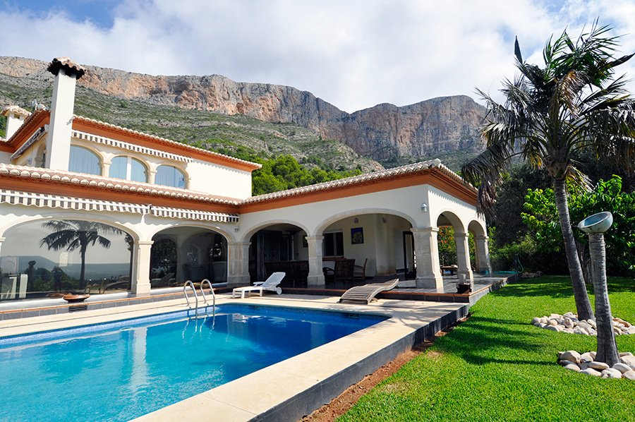 This four-bedroom villa has a ground floor loggia, a covered outdoor area akin to a wraparound porch more commonly found in the Mediterranean.