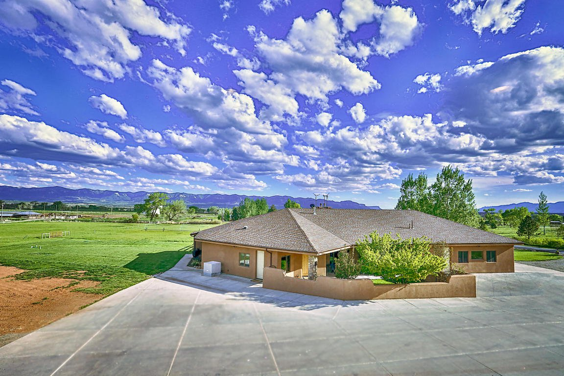 This Southwestern retreat is a sportsman's paradise, minutes away from Mesa Verde National Park and an hour south of world-class skiing at Telluride.