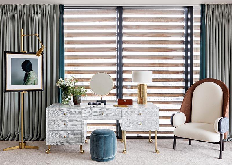 Com obras de arte colecionáveis de uma variedade de designers e artesãos, a The Invisible Collection recentemente adicionou itens da designer de interiores britânica Sophie Ashby, incluindo uma penteadeira de mármore com tampo de leopardo.