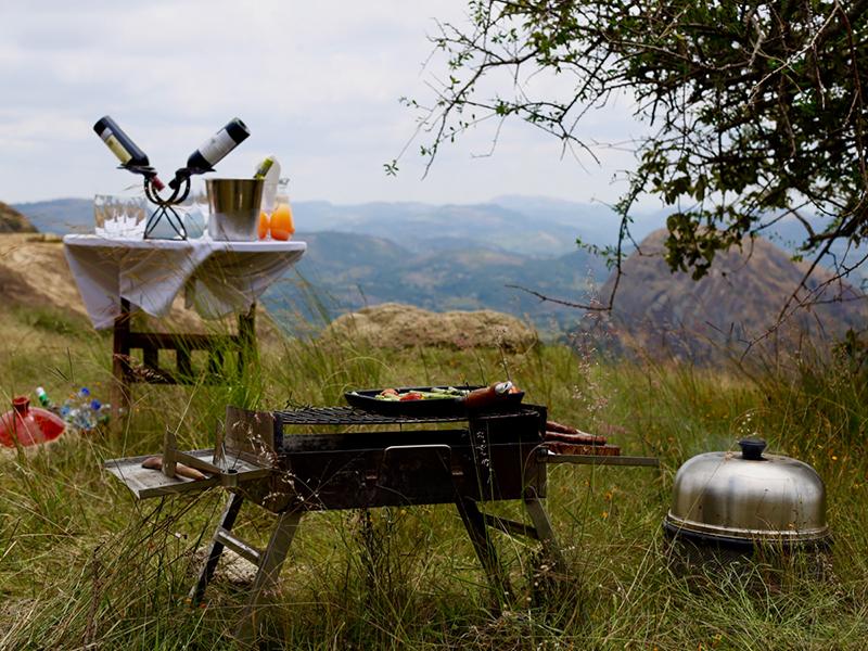 Mavros-Safaris-Zimbabwe-bush-kitchen-bar