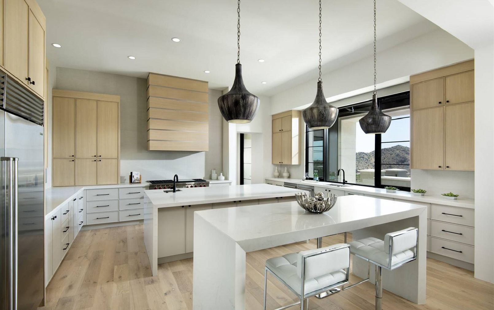 Form Follows Food: 7 Homes with Luxury Kitchens - Christie\'s ...