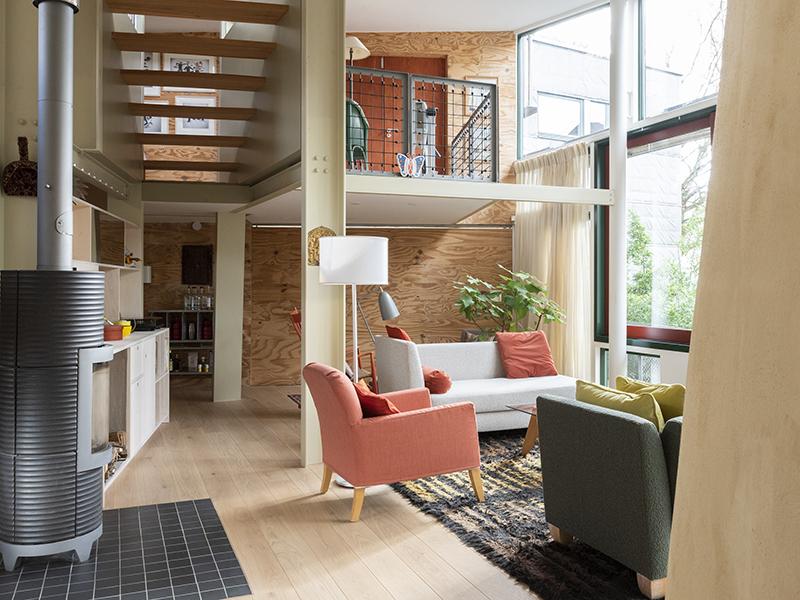 A freestanding apartment with views onto a garden