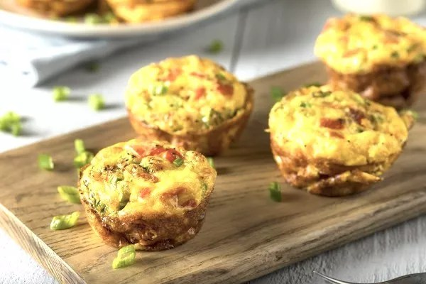 4 Egg muffins on a cutting board on a kitchen counter
