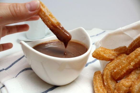 Spanische Churros mit Schokoladensoße