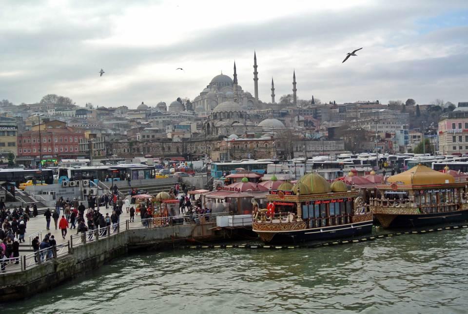 Buntes Treiben am Goldenen Horn Istanbul