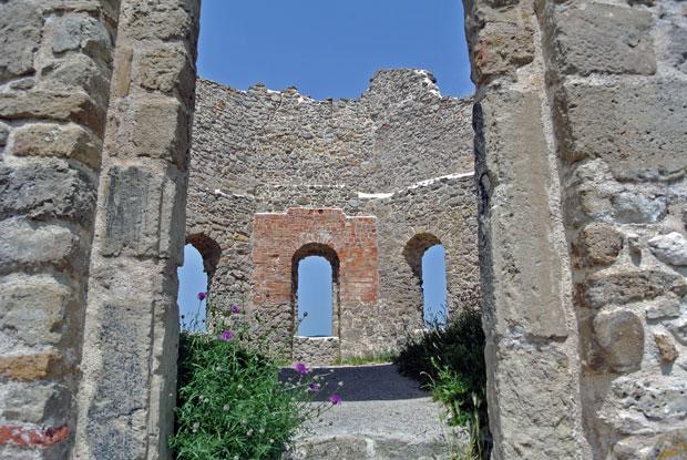 Blick in die Burg Mödling