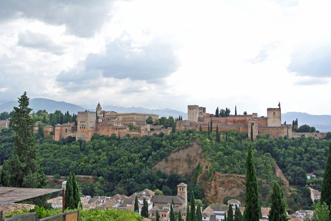 Blick vom Mirador de San Nicolás auf die Alhambra Granada Andalusien