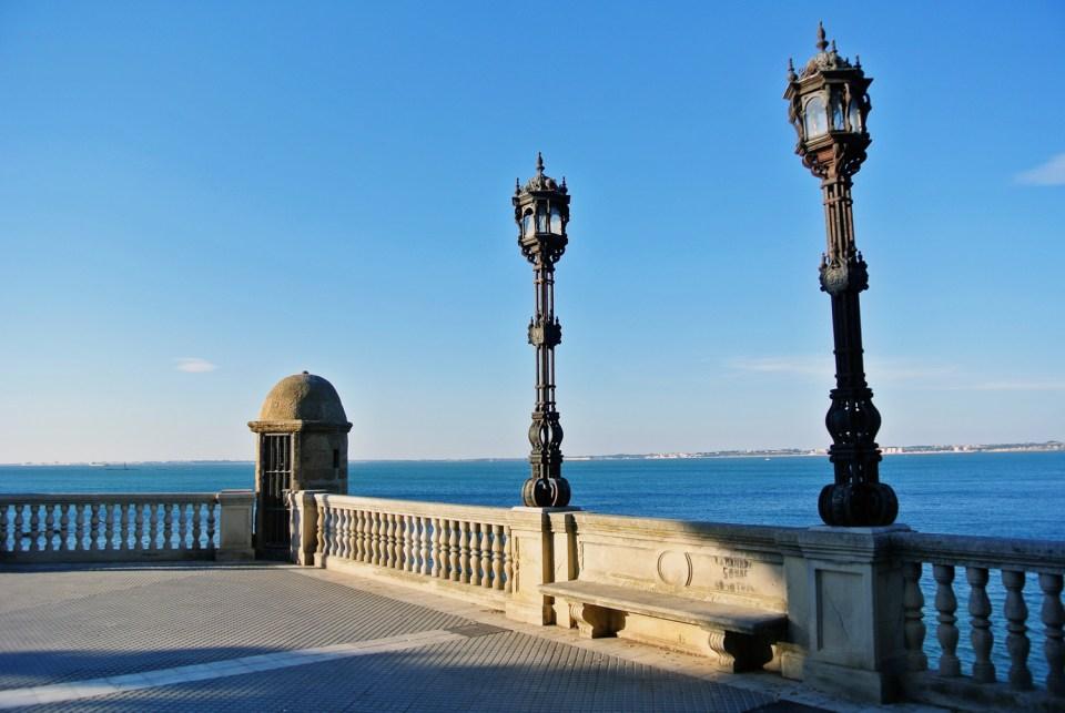 Promenade in Cadiz in Andalusien, Spanien