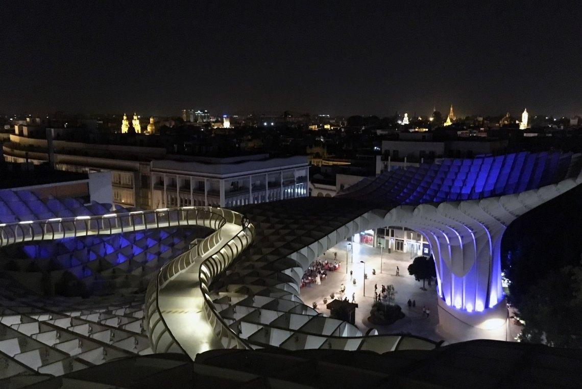 Metropol Parasol bei Nacht in Andalusien, Spanien