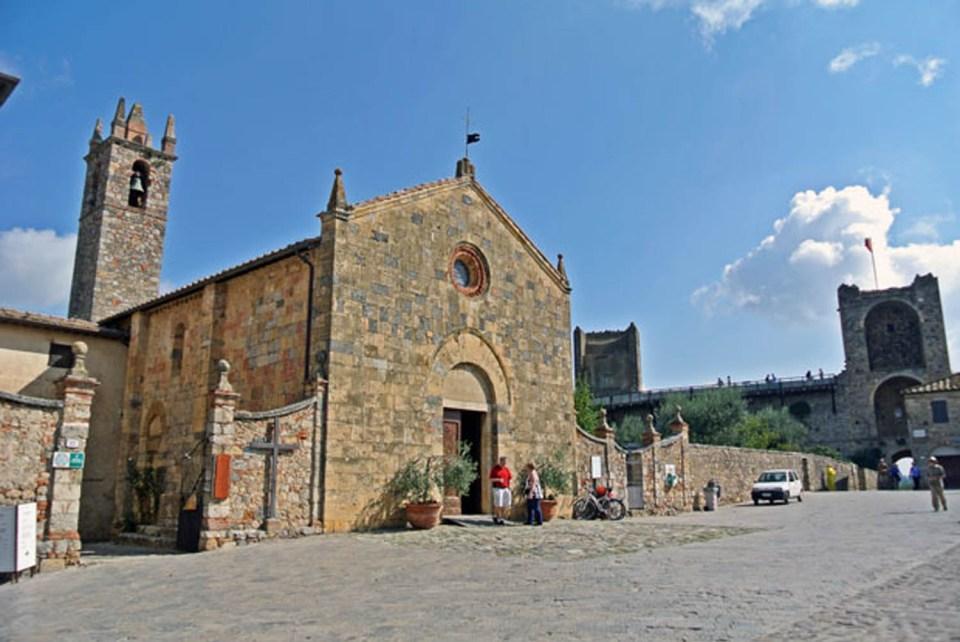 Santa Maria Assunta an der Piazza Roma