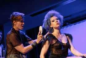 Christophe Nicolas Biot et sa brosse à cheveux