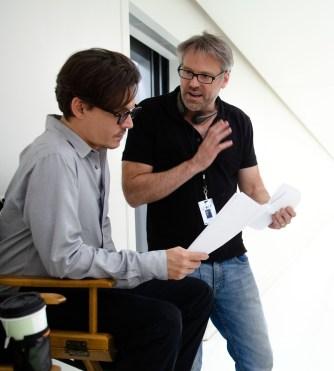 Johnny Depp et Wally Pfister sur le tournage de Transcendence