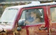 Jessica Chastain au volant d'une camionnette pour le tournage d'Interstellar à Lethbridge