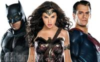 Batman, Wonder Woman et Superman en couverture d'Entertainment Weekly