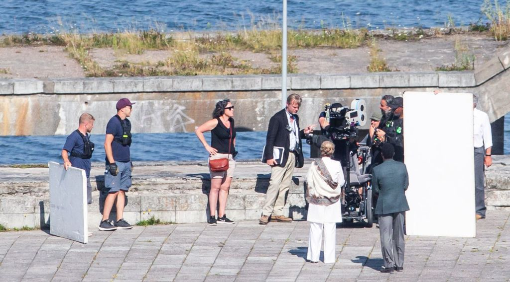 Christopher Nolan, Dimple Kapadia, John David Washington et Hoyte van Hoytema pendant le tournage de Tenet sur Pirita tee, Estonie, le 27 juillet 2019
