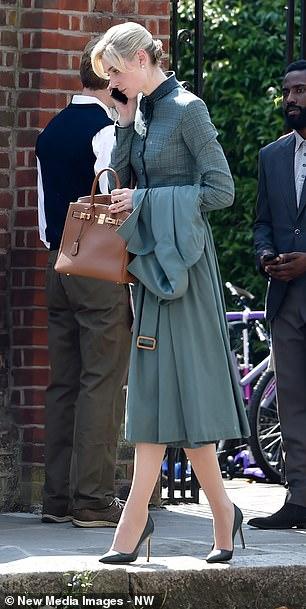 Elizabeth Debicki et John David Washington pendant le tournage de Tenet à Hampstead, au nord de Londres, le 27 août 2019