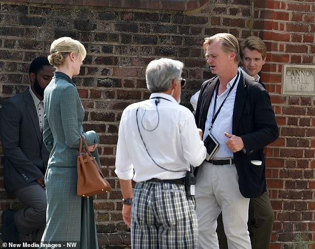 John David Washington, Elizabeth Debicki et Christopher Nolan pendant le tournage de Tenet à Hampstead, au nord de Londres, le 27 août 2019