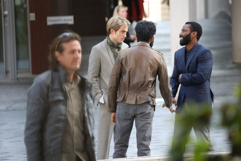 Robert Pattinson et John David Washington pendant le tournage de Tenet à Oslo, Norvège, le 5 septembre 2019