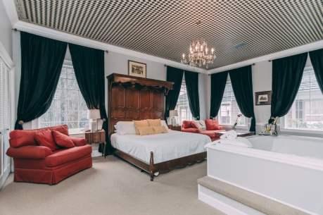 Lions Den Room - Christopher Place Resort 1